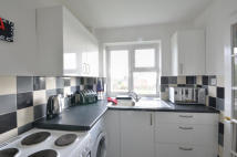 Flat to rent in Beech Avenue, Eastcote...