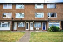 Flat to rent in Victoria Road, Ruislip...