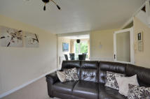 2 bedroom Flat in Seaford Close, Ruislip...