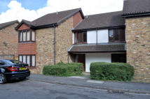 Studio apartment in Gell Close, Ickenham...