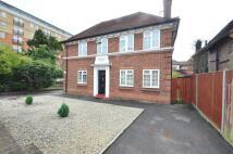 Apartment to rent in Kingsend, Ruislip...