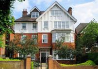3 bed Apartment in Lyndhurst Road...