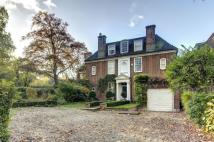 8 bed home in Hampstead Way...