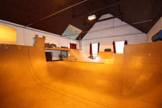 Skate Bowl in main