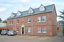 8 bedroom Apartment in Dairy Farm Court...