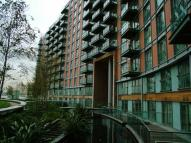 Flat in Fairmont Avenue, London...