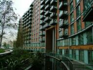 Studio apartment in Fairmont Avenue, London...