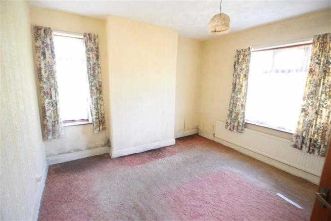 Bedroom no.1 front: