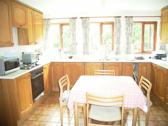 'L' Shaped Kitchen