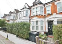Flat in Holmesdale Road, London...