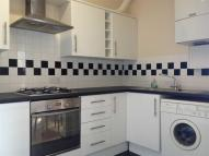 2 bed Flat in Hythe Road...