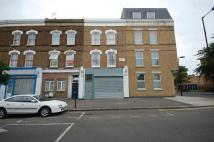 Flat to rent in Chatsworth Road, London...