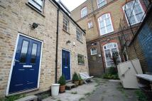 3 bed Mews in Abney Gardens, London...
