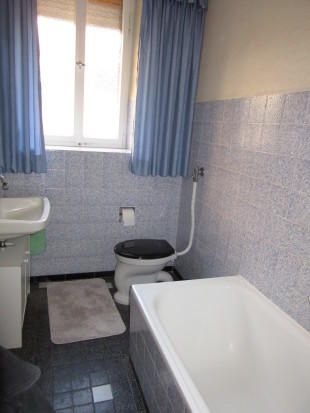 Bathroom gr. fl.