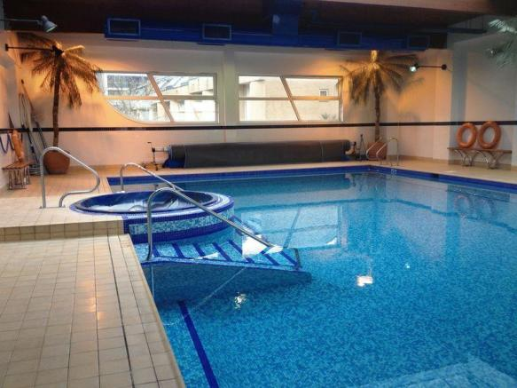 2 Bedroom Apartment To Rent In Cascades Tower Canary Wharf London E14 E14