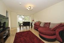 2 bedroom Flat to rent in Sycamore Close, Northolt