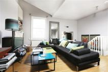 2 bed Flat for sale in Cremorne Road, London