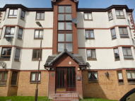 Flat to rent in Waverley Crescent...