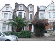 2 bedroom Flat in Romola Road
