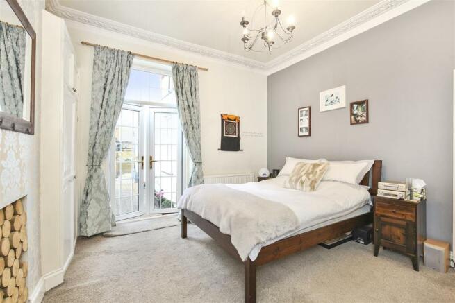 Bedroom 1 - differen