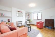 Flat in Canonbury Crescent, N1