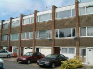 Town House to rent in Grinstead Avenue...
