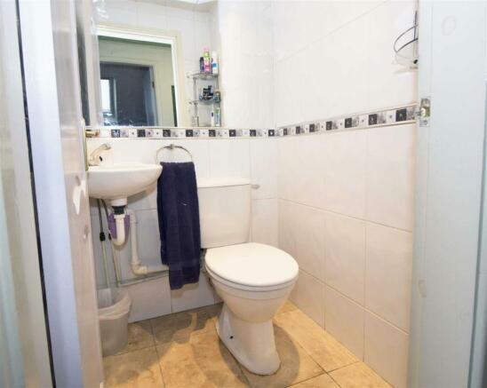 10 Upstairs Toilet.j
