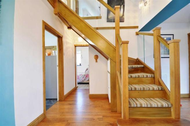 FEATURE STAIR CASE AND HALLWAY