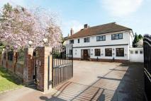 5 bedroom Detached property to rent in The Drive, Ickenham