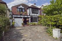 4 bed Detached property in Evelyn Avenue, Ruislip