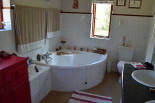 Level 1:Ensuite bath