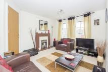 Flat in 37/8 Gilmerton Place...