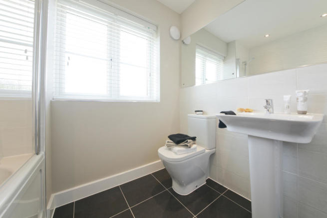 Astley_bathroom_1