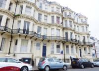 2 bed Flat to rent in Queens Gardens...