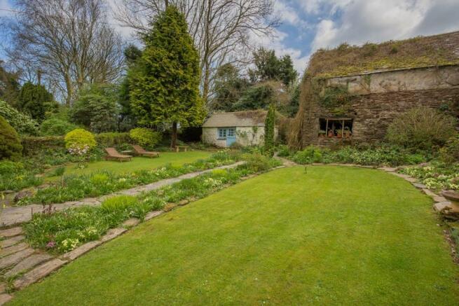 Garden & Outbuilding