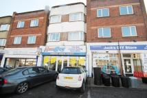 3 bed Flat to rent in Chigwell Road, London...