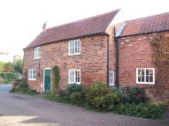 Cottage to rent in Main Street, Upton...