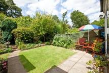 3 bed house in Magnolia Road, Chiswick