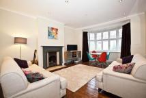 Flat to rent in Prebend Gardens...