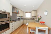 3 bed Flat in St James Gardens...