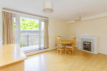 Flat to rent in Thomas More Street...