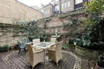 3 bed property in Chenies Mews, Bloomsbury...