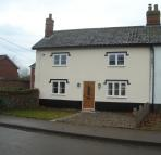 Cottage to rent in Shropham Road...