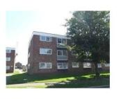 Flat to rent in Kalmia Green, Gorleston...