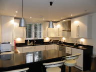 Apartment to rent in Baddow Croft, Woolton...