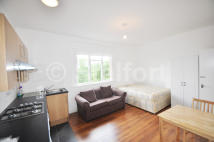 Studio flat in Mount View Road, London...