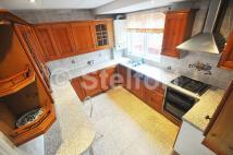 5 bedroom Terraced property to rent in RALEIGH ROAD, London, N8