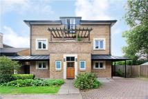 5 bed Detached house to rent in Stirling Drive, Caterham...