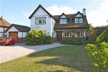 3 bed Detached home in Bluehouse Lane, Oxted...