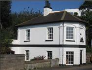2 bedroom property to rent in The Old Toll House...